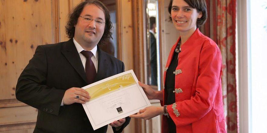 Ehre für den Sieger: Boris Maskow mit Violaine de Caffarelli, Önologin beim Comité Champagne