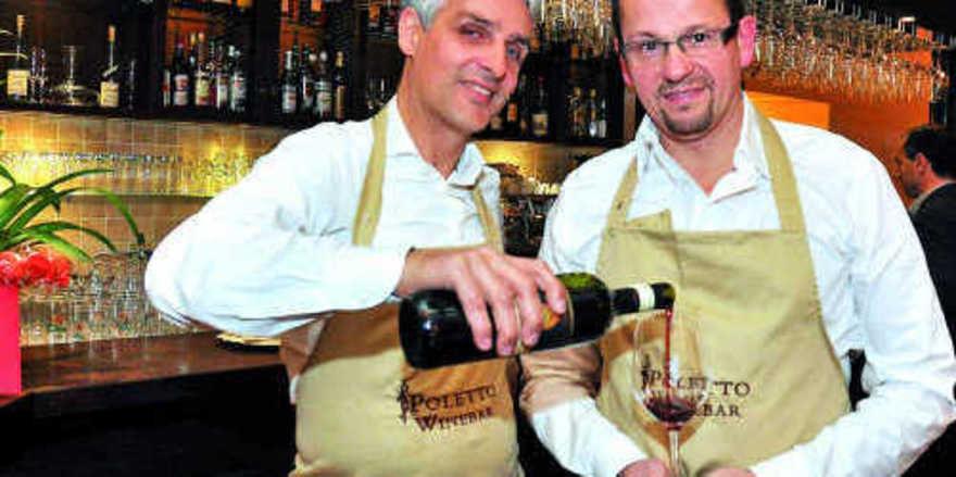Grund zum Anstoßen: Remigio Poletto und Luigi Francia (rechts) in ihrer gemeinsamen Winebar