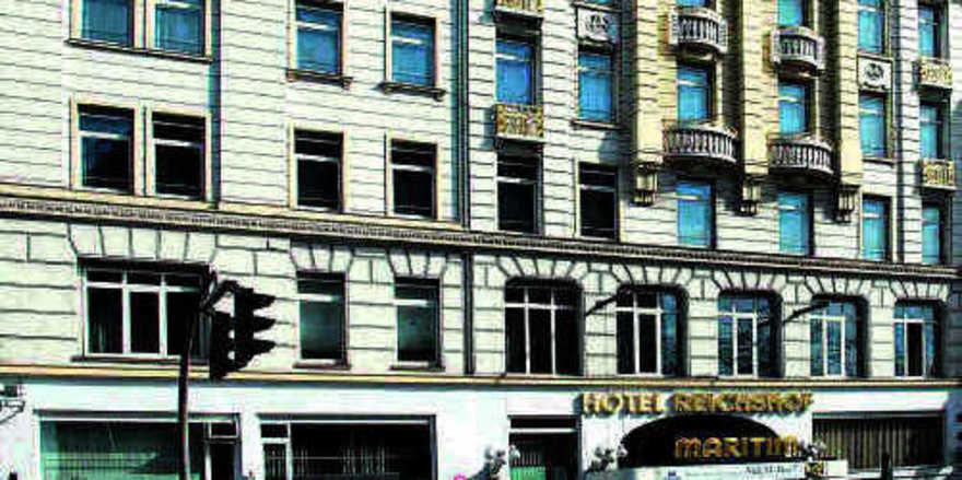 Zeitzeuge aus Stein: Das Hotel gegenüber dem Hamburger Hauptbahnhof hat 303 Zimmer (links)