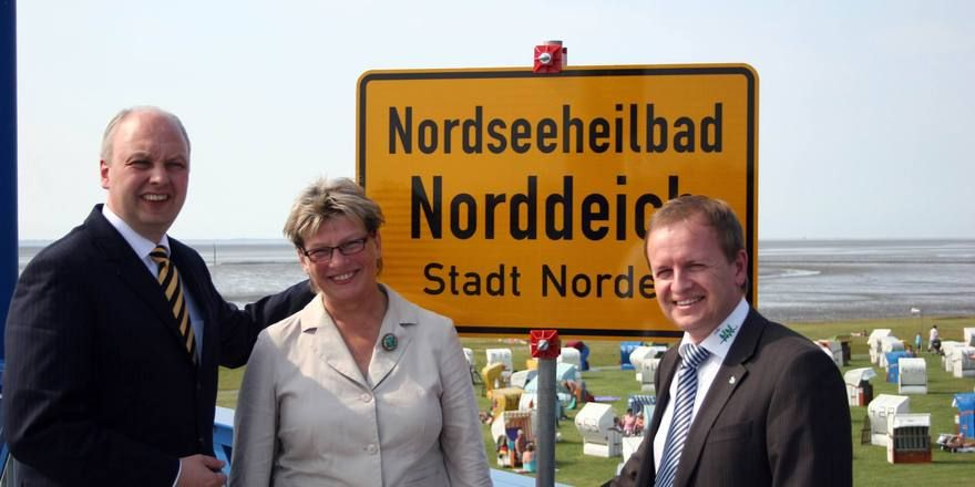 Herzlich willkommen: (von links) Minister Jörg Bode, Bürgermeisterin Barbara Schlag und Kurdirektor Claudio P. Schrock-Opitz