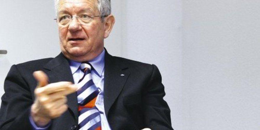 hat als Hauptgeschäftsführer die Entwicklung des DEHOGA-Landesverbands Baden-Württemberg zur modernen, dienstleistungsorientierten Unternehmervertretung an vordester Front mitgeprägt.