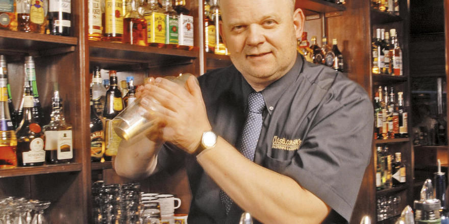 Uwe Christiansen ist preisgekrönter Barkeeper mit eigenen Bars in Hamburg
