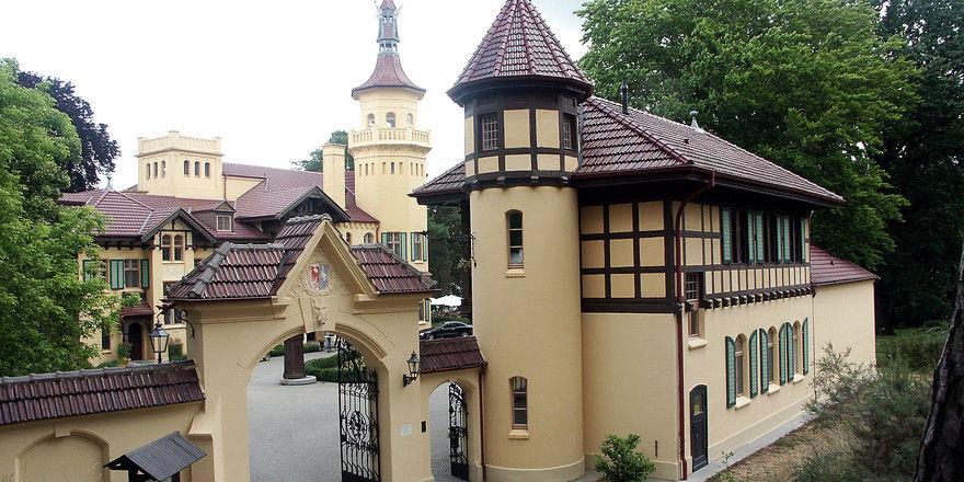 Steht zum Verkauf: Schloss Hubertushöhe in Brandenburg