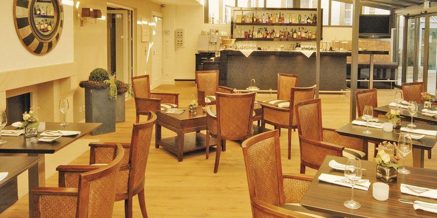 Top-Adresse: Die neue Bar-Lounge (links) und die Suite (rechts), in der schon Königin Silvia von Schweden logierte