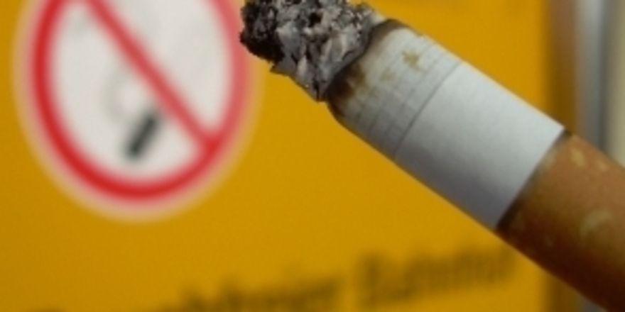 Eingeschränkte Erlaubnis: Laut Bundesverfassungsgericht dürfen in Speiselokalen Raucherräume eingerichtet werden