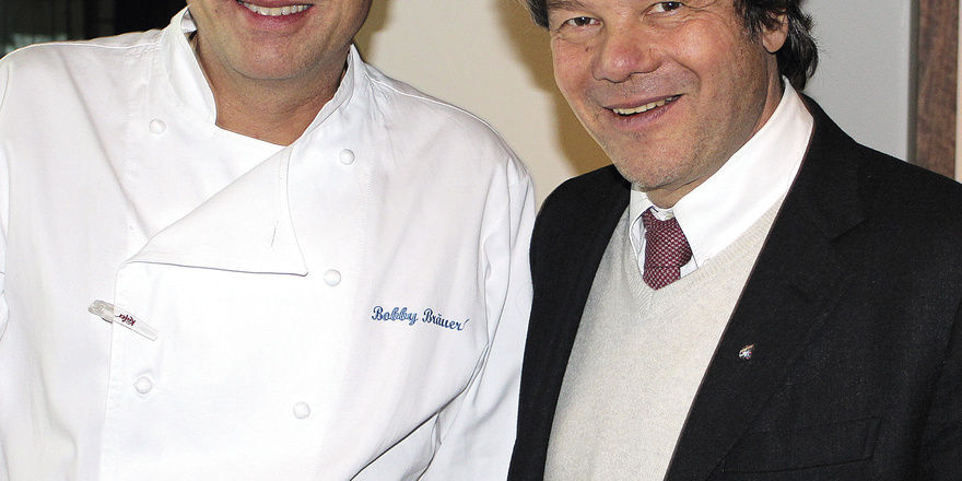 Gastgeber Aus Leidenschaft: Bobby Bräuer (links) Und Michael Käfer Bitten  In Ihr Esszimmer