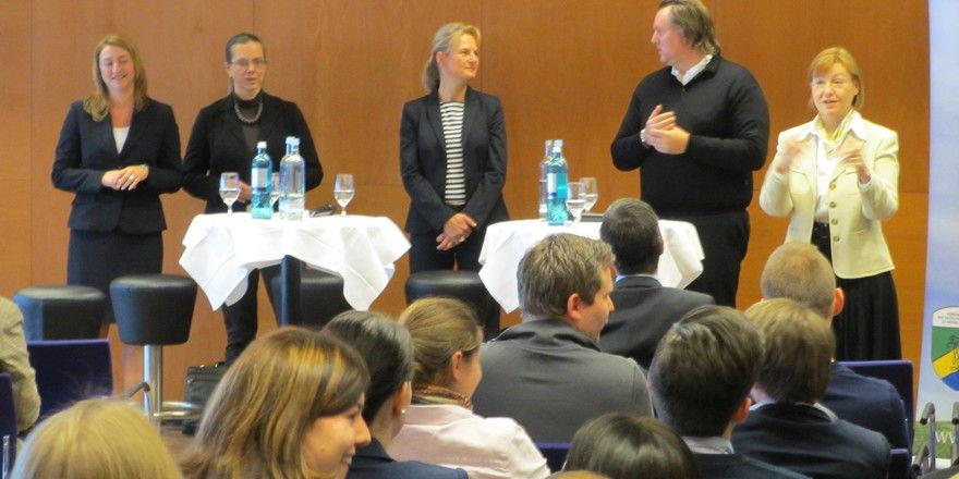 Hotelfachschule Heidelberg: Gespanntes Publikum bei der Expertenrunde