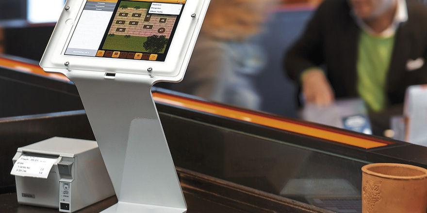 Mobile Bestellung: An die Stelle des klassischen Notizblocks tritt ein Smartphone. Das iPad als Kasse bringt Lifestyle ins Restaurant