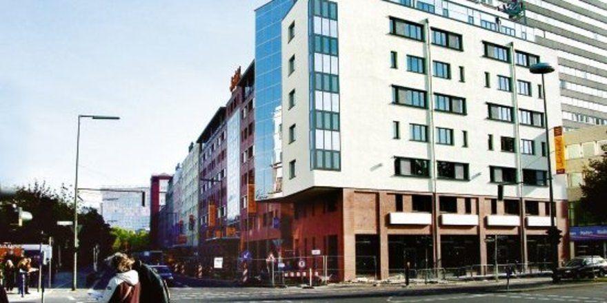 """Drei Hotelkonzepte unter einem Dach: In einem Gebäudekomplex in der Nähe des Potsdamer Platzes eröffnete der französische Accor-Konzern jeweils ein Etap-, Ibis- und Suitehotel.<tbs Name=""""foto"""" Content=""""*un""""/>"""