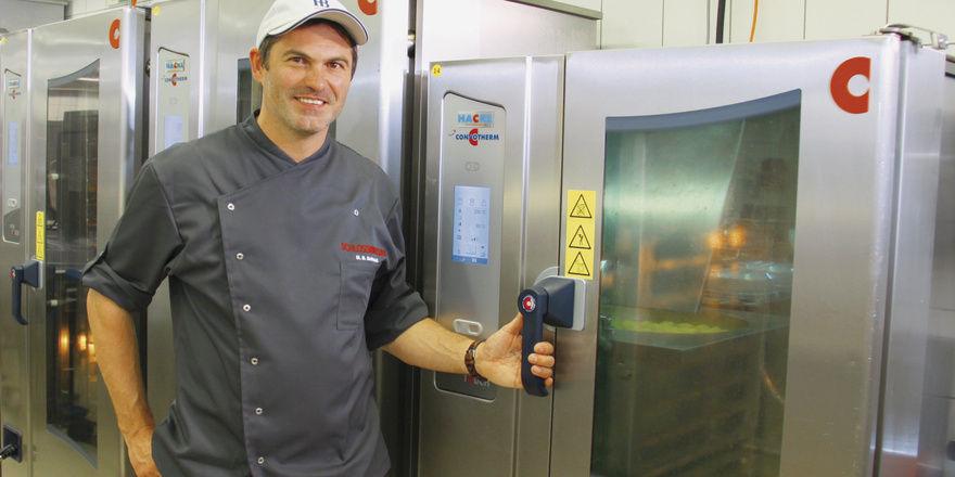Helfer im Hintergrund: Hofbräuhaus-Küchenmeister Manfred Schmidt mit seinen Kombidämpfern