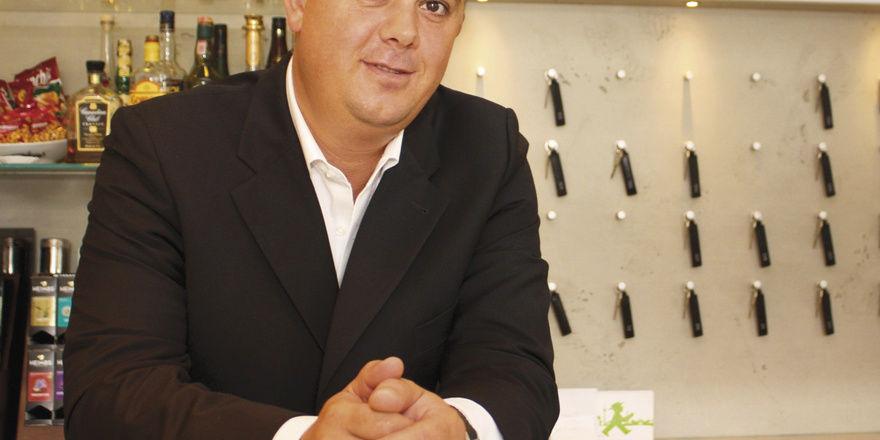 Setzt auf Märchen: Grimm's-Geschäftsführer Munib Preljevic will mit dem Schneewittchen-Zimmer (rechts) Umsatz machen