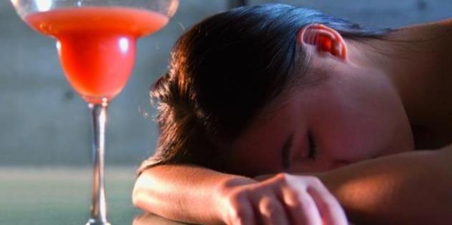Aufpassen: Alkohol sollte Jugendlichen in der Gastronomie verwehrt werden