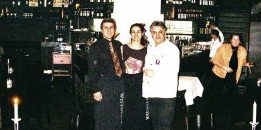 """Ein gleichschenkliges Dreieck bildet den Grundriss des Ristorante Essenza, das Pasquale und Stefania Sinaguglia und Küchenchef Rienzo Pasolini (v.l.) zu kulinarischen Höhenflügen führen wollen.<tbs Name=""""foto"""" Content=""""*un""""/>"""