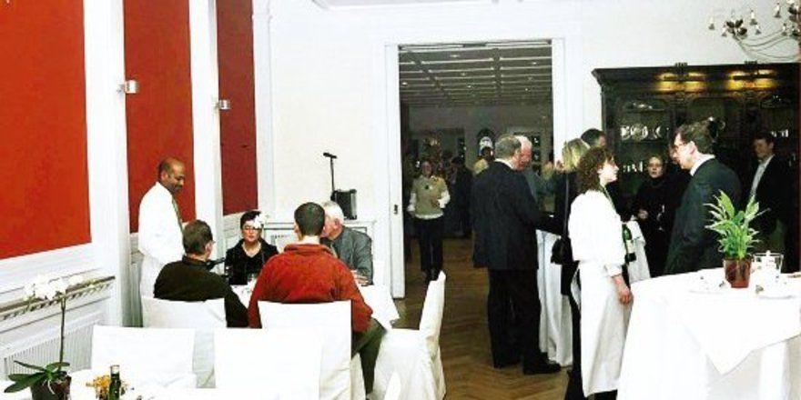 """Frische Farben und modernes Mobiliar lassen dennoch den alten Stil des Hauses """"durchschimmern""""."""