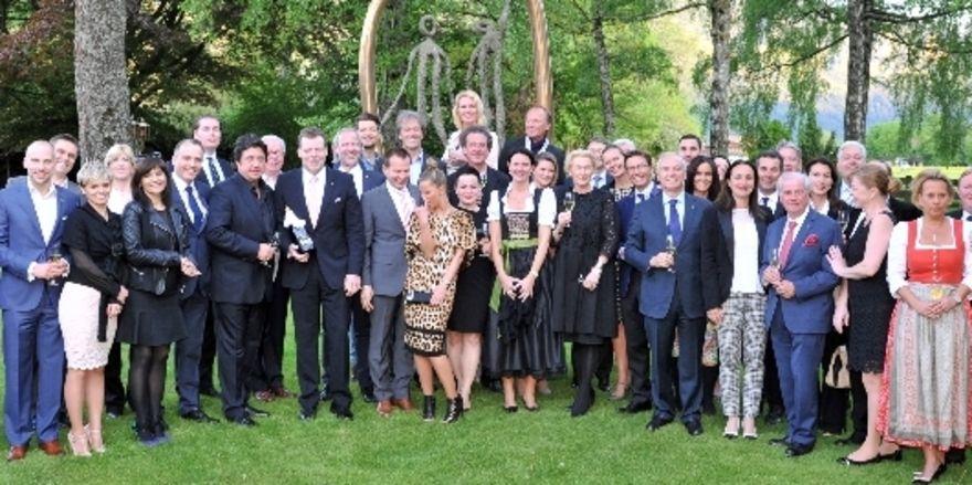 Jubiläums-Foto: Die Mitglieder von Relais&Châteaux beim Treffen am Tegernsee