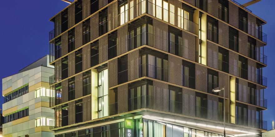 Bunte Markenwelt: Accor ist mit seinen Marken – hier im Uhrzeigersinn Pullman, MGallery, Sofitel, Ibis Styles und Mercure – wieder auf Platz eins der umsatzstärksten Hotelgesellschaften. Rund 986,6 Mio. Euro Umsatz verzeichnete die Gruppe im vergange