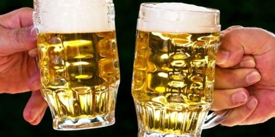 Hoch die Krüge: Das 0,5-Liter-Glas wird laut AHGZ-Umfrage in Deutschland am meisten genutzt