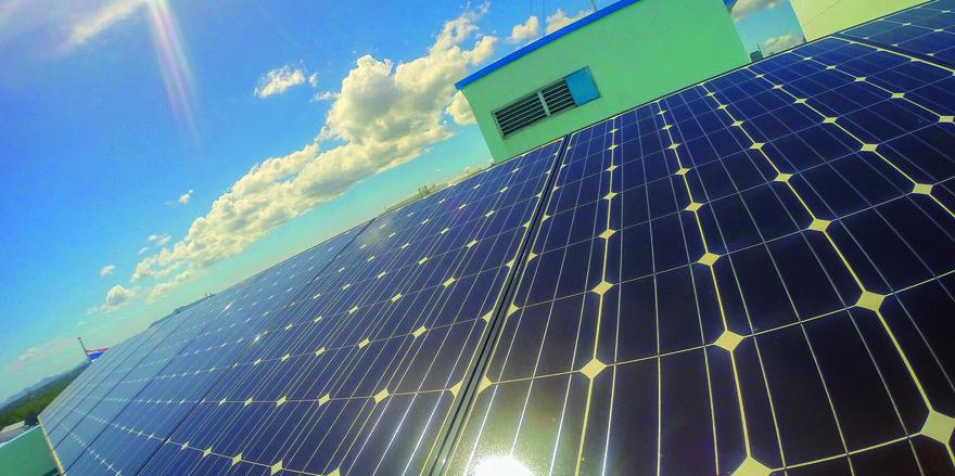 Energie frei Haus: Mit der richtigen Solartechnik lässt sich Sonnenenergie sehr wirtschaftlich in Elektrizität umwandeln Foto: Thailand Smile/Colourbox.de