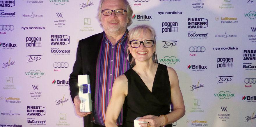 Stolz: Corinna Kretschmar-Joehnk und Peter Joehnk, Geschäftsführer von JOI-Design bei der Finest Interior Award Preisverleihung in der königlichen Dänischen Botschaft in Berlin