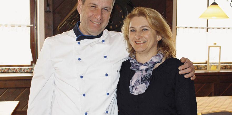 Stehen zusammen: Franz und Karin Grätz in ihrer Gaststube