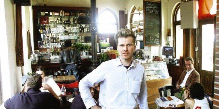 """Pionier im neuen Stadtteil: Christian Oehler in seinem neuen Lokal am Brooktorkai. <tbs Name=""""foto"""" Content=""""*un""""/>"""