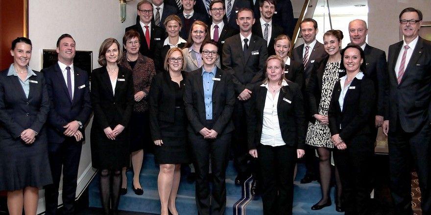 Nachwuchsführungskräfte-Seminar bei Maritim: Die Teilnehmer mit Eigentümerin Monika Gommolla (Vierte von links) und Geschäftsführer Gerd Prochaska (ganz rechts)