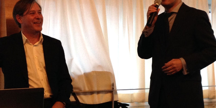Kündigen auf der ITB in Berlin ihre Zusammenarbeit an: Hotelier und Berater Walter Junger (links) und Eric Wu, Financial Officer der Plateno Hotels Group