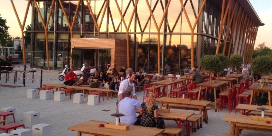 Vapianos erster Freestander in Fürth: Zum Restaurant gehört auch eine Terrasse für bis zu 260 Gäste