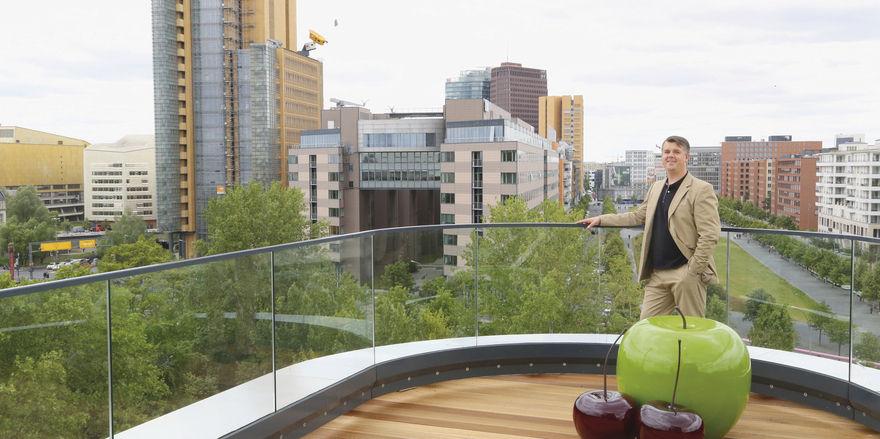 Weitblick: Hoteldirektor Munib Preljevic auf der Dachterrasse