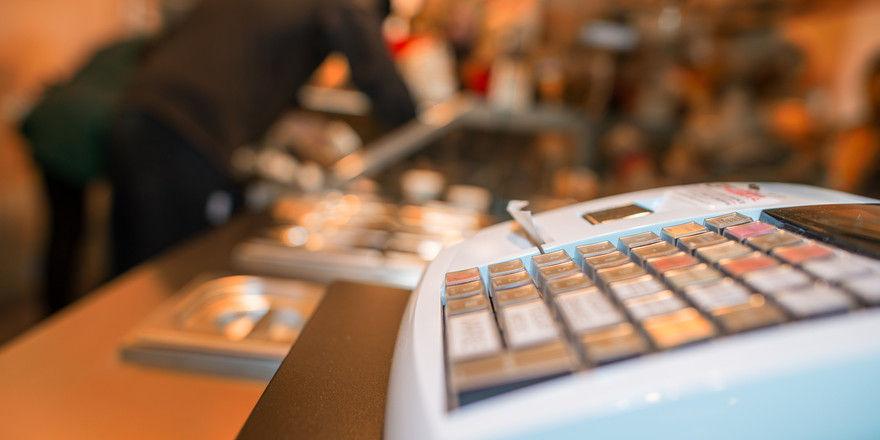 Geplant: Kassen sollen gegen Betrug gesichert werden