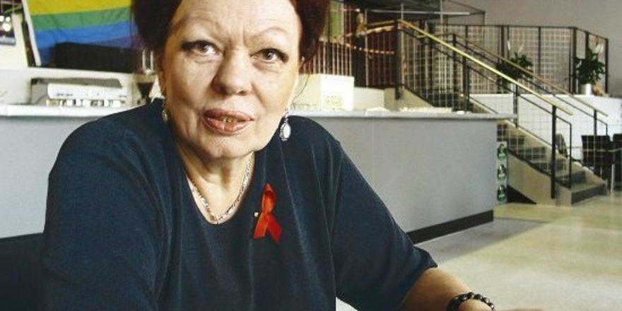 <em>Sie stellt schwer vermittelbare Arbeitslose, Frührentner und im Boots Club auch HIV-Positive ein. Jahrelang bezahlt sie aus eigener Tasche einen Streetworker, unterstützt die Stuttgarter Aidshilfe, gründet eine Stiftung für kranke Kinder, gibt Ge