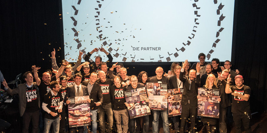 Jubeln: Die Preisträger des diesjährigen Fizzz Award