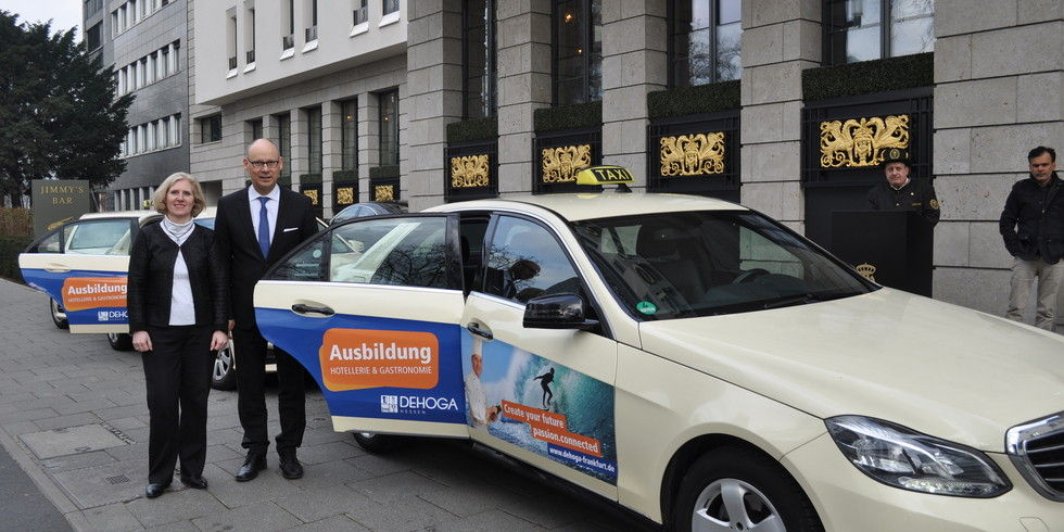 taxi kampagne beim dehoga allgemeine hotel und gastronomie zeitung. Black Bedroom Furniture Sets. Home Design Ideas