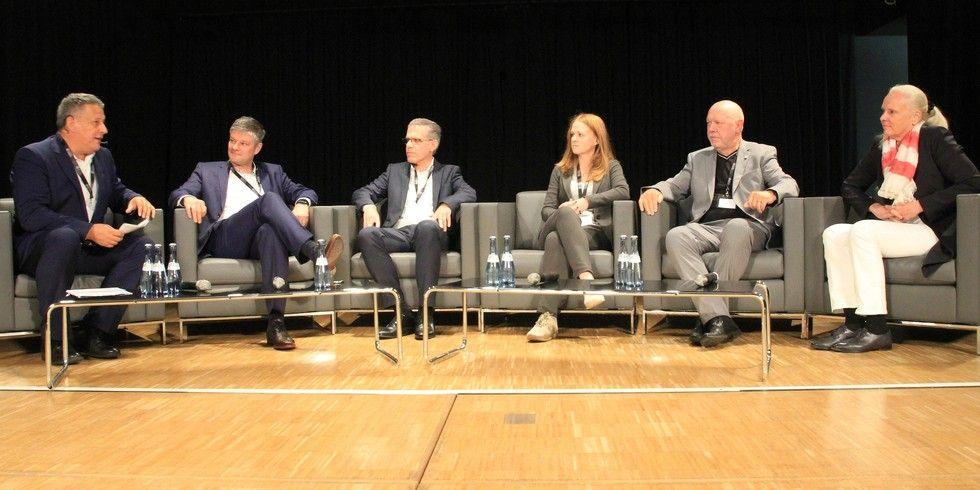 Diskutierten über Erfolgsfaktoren: (von links) Rolf Westermann, Kai Gelhausen, Matthias Wirth, Kerstin Rapp-Schwan, Klaus Michael Schindlmeier und Kirsten Kohnke