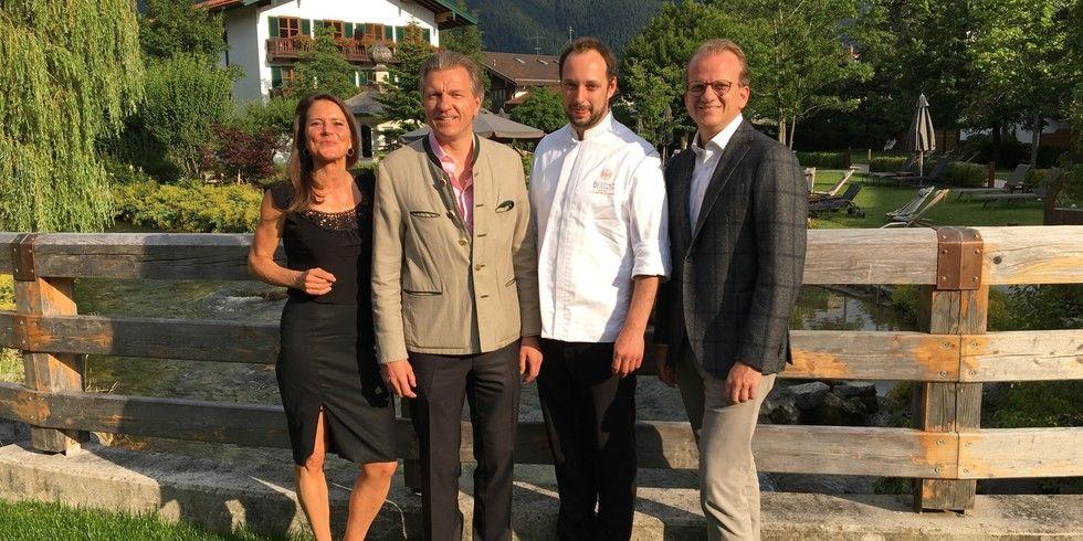 Freude beim Führungsquartett (v.l.): Hotelchefin Katja Mankel, Inhaber Korbinian Kohler, Küchendirektor Franz-Josef Unterlechner, Geschäftsführer Thomas Kösters