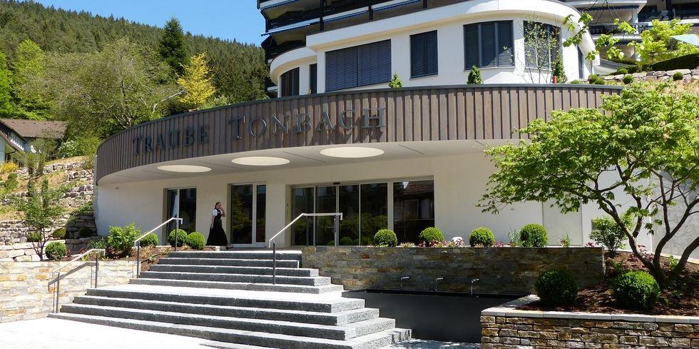 hotel traube tonbach schiebt sich vor allgemeine hotel und gastronomie zeitung. Black Bedroom Furniture Sets. Home Design Ideas