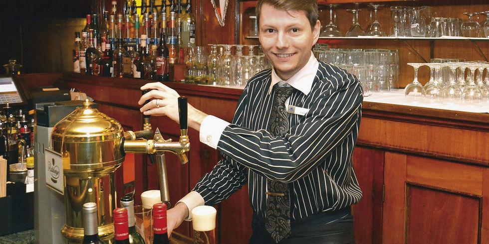 Cocktails trinken hoch über der Stadt - Allgemeine Hotel- und ...