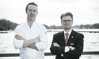Nutzten die Pause zur Fortbildung: Küchenchef Tim Extra (links) sowie Oberkellner und Sommelier Marco Scheper