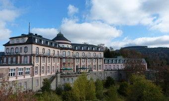 """Wird zum """"Filmstar"""": Das leerstehende Schlosshotel Bühlerhöhe."""