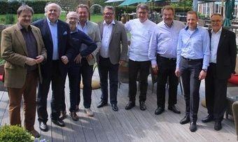 Vorstand und Mitglieder von L'Art de Vivre: (von links) Jörg Sackmann, Hans Stefan Steinheuer, Otto Fehrenbacher, Hubert Obendorfer, Klaus Sieker, Harald Rüssel, Jörg Müller, Michael L. Pietzsch und Hans-Joachim Niermann