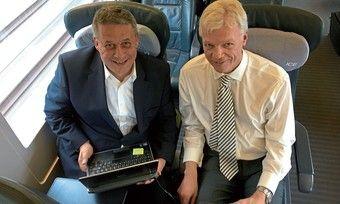 Das schnellste Interview: Thomas Willms (rechts) beantwortet die Fragen von AHGZ-Chefredakteur Rolf Westermann im ICE