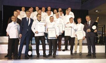 Gruppenbild mit Veranstaltern und Moderator: Sieger und Platzierte des Hornstein-Rankings präsentieren ihre Urkunden