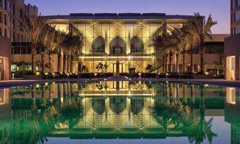 Neues Domizil im Oman: Das Kempinski Hotel Muscat mit seinem Pool