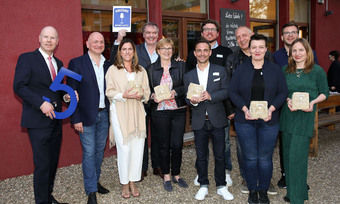 Neue Weinplaces: Robert Mähler von Gerolsteiner (ganz links) mit den ausgezeichneten Gastronomen