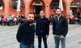 Vor dem künftigen Dormero Goslar: (von links) Tomislav Rubic, CFO, Oliver Krause, Hotel Manager, Marcus Maximilian Wöhrl, Vorstand