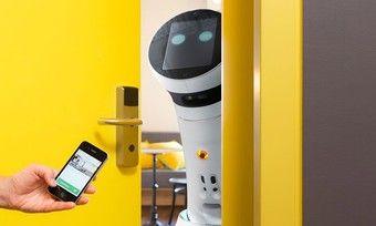 Neuer Kollege: Der Roboter soll im Hotel Schani bald im Service mitwirken