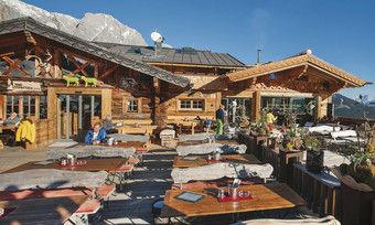 Ein Winter auf der Hütte: Die Tiergartenalm in Mühlbach am Hochkönig/Österreich bietet Arbeitsplätze für Saisonarbeiter an
