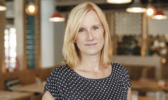 Schafft den Spagat: Geschäftsführerin Jana Wittig hat das Restaurant Palastecke so eingerichtet, dass es auch jüngeren Gästen gefällt.