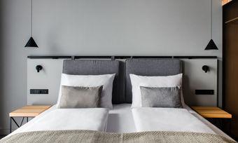 Klare Linien: Eines der Zimmer im neuen Vienna House Mokotow Warsaw (Rendering)
