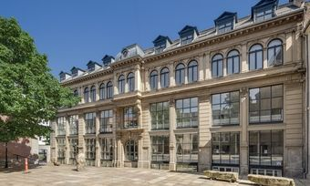 Soll ein Hotel werden: Das ehemalige Universitätsgebäude beherbergte bis 2017 unter anderem die Fakultäten für Theologie und Recht